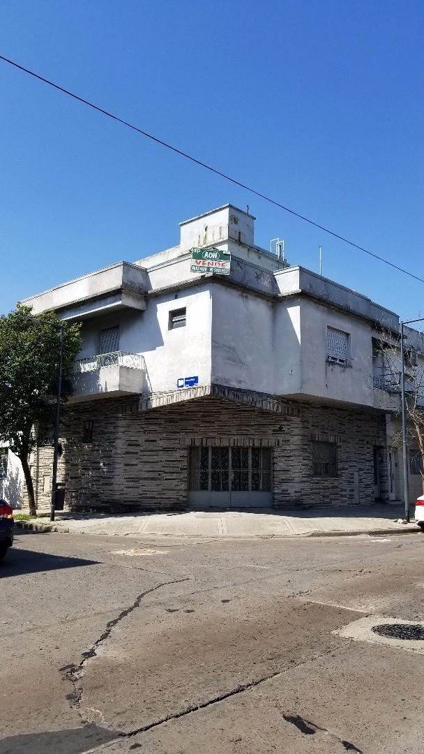Casa 8 ambientes multifamiliar con 3 departamentos en block ideal multifamiliar o taller de costura