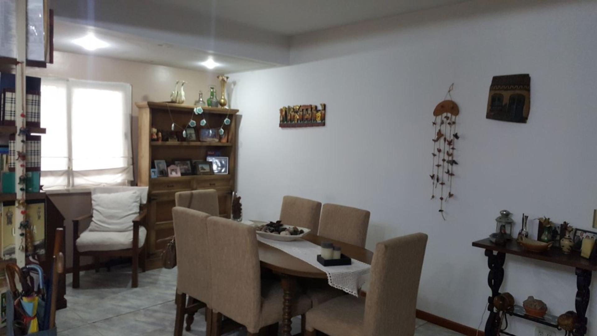 Excelente duplex de cinco ambientes ubicado en Barrio guemes