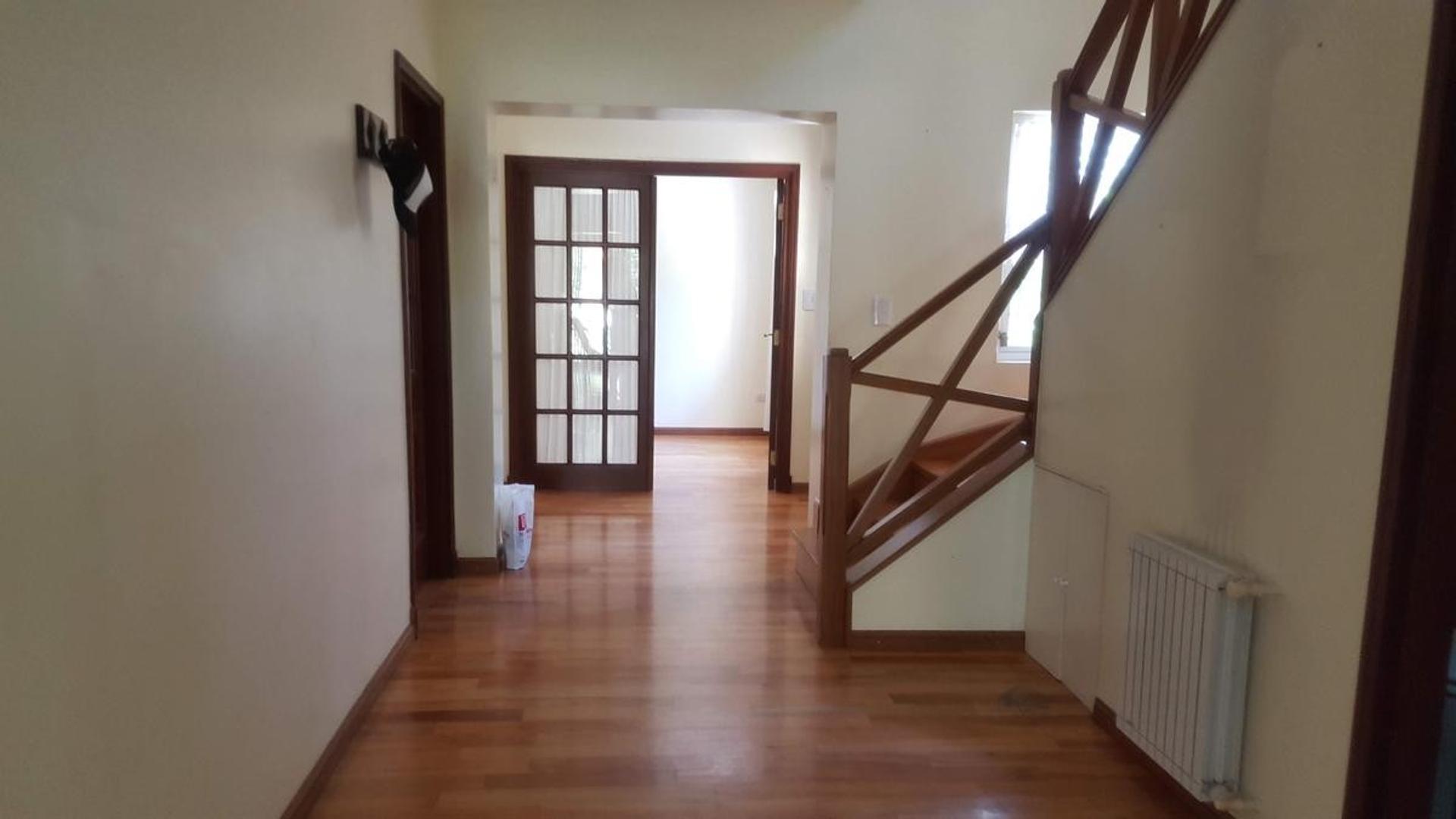 Casa en Venta - 5 ambientes - USD 730.000