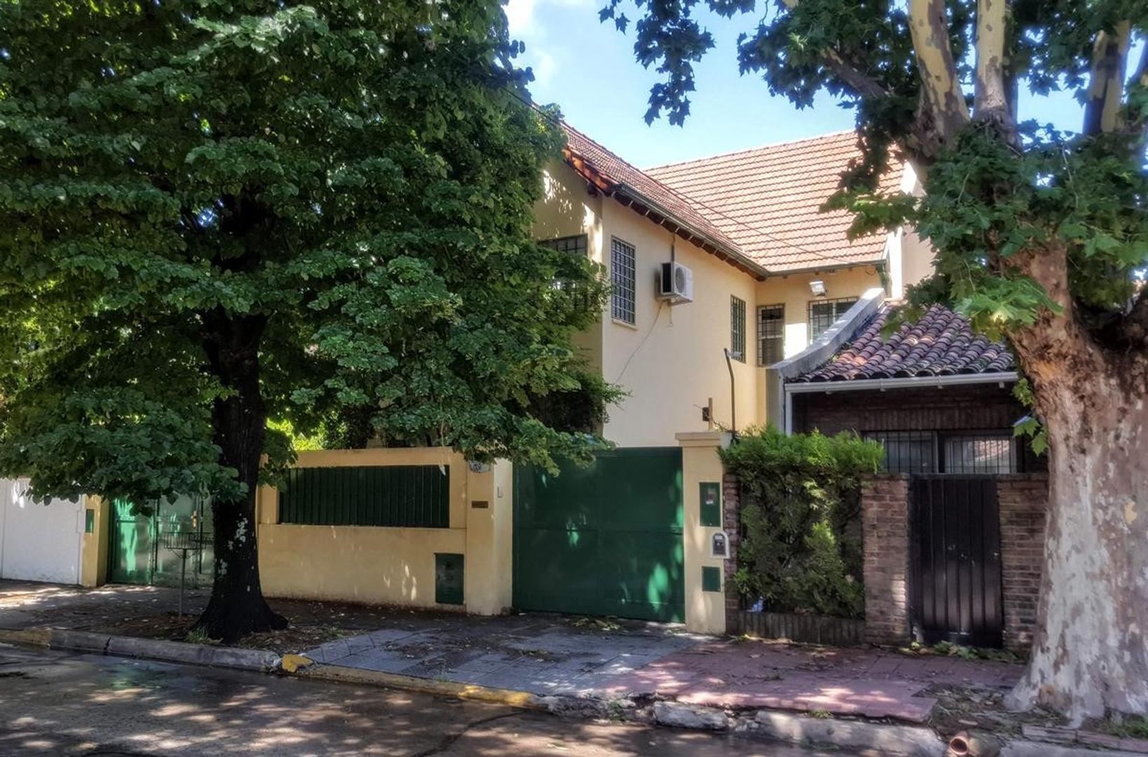 Casa en Venta en Acassuso Vias  /  Santa Fe - 5 ambientes