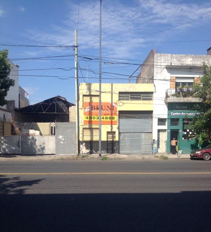 GALPÓN SOBRE AV. CENTENERA DE 480 M2 APROXIMADAMENTE