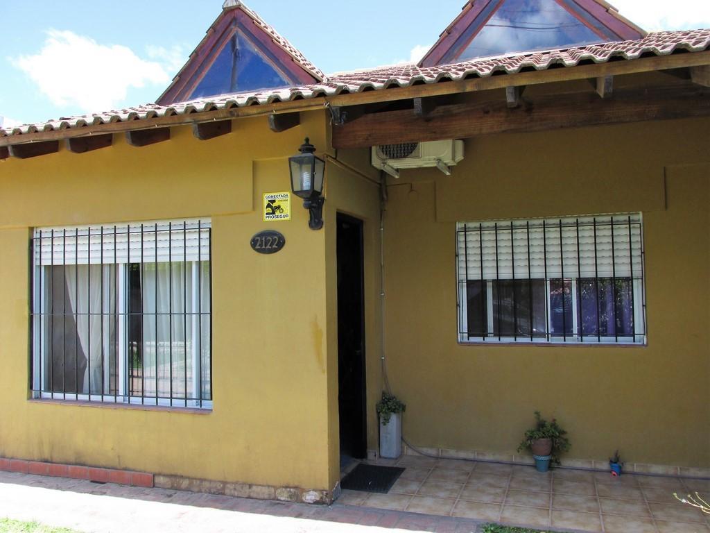 Casa en Venta. B° De Vicenzo Grande. Próxima a Panamericana Ramal Pilar.  Con planos