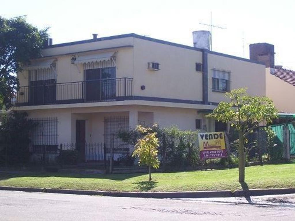 Casa con dos plantas en Talar Sur. CV009 (APTA CREDITO)