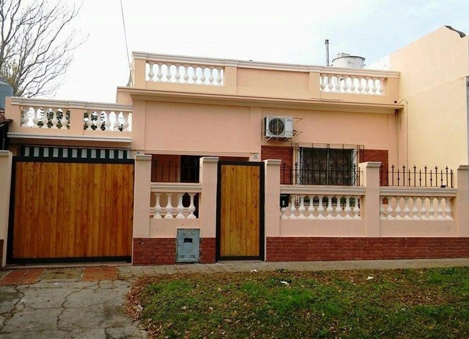 XINTEL(FNE-FNM-1757) Casa - Venta - Argentina, Bella Vista - Moine 783