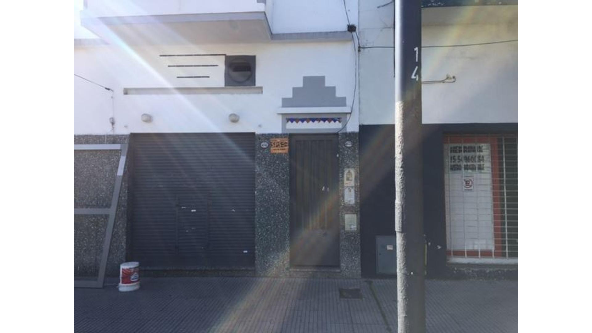 Casa lote propio en esquina con local comercial de 80mts y dos baños.