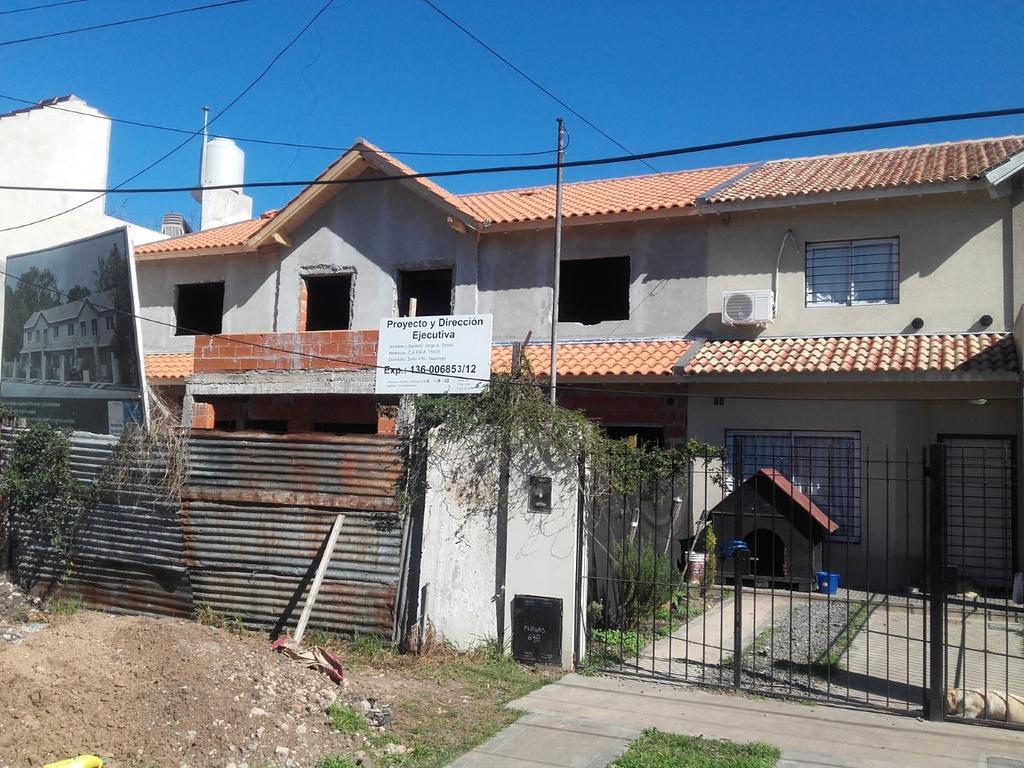 VENTA EN POZO FINANCIADA.  Excelentes Duplex 3 dormitorios en Villa Udaondo cercano autopista