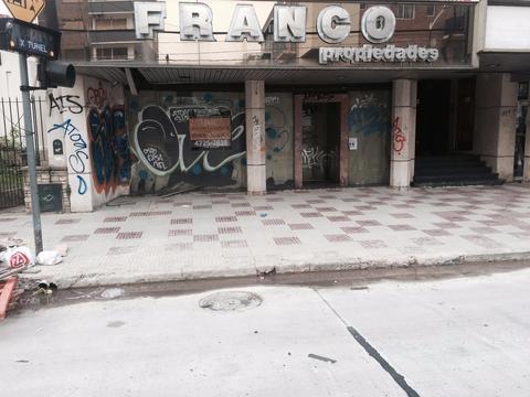 Excelente ubicacion sobre Av. Peron -Victoria- (5 esquinas)