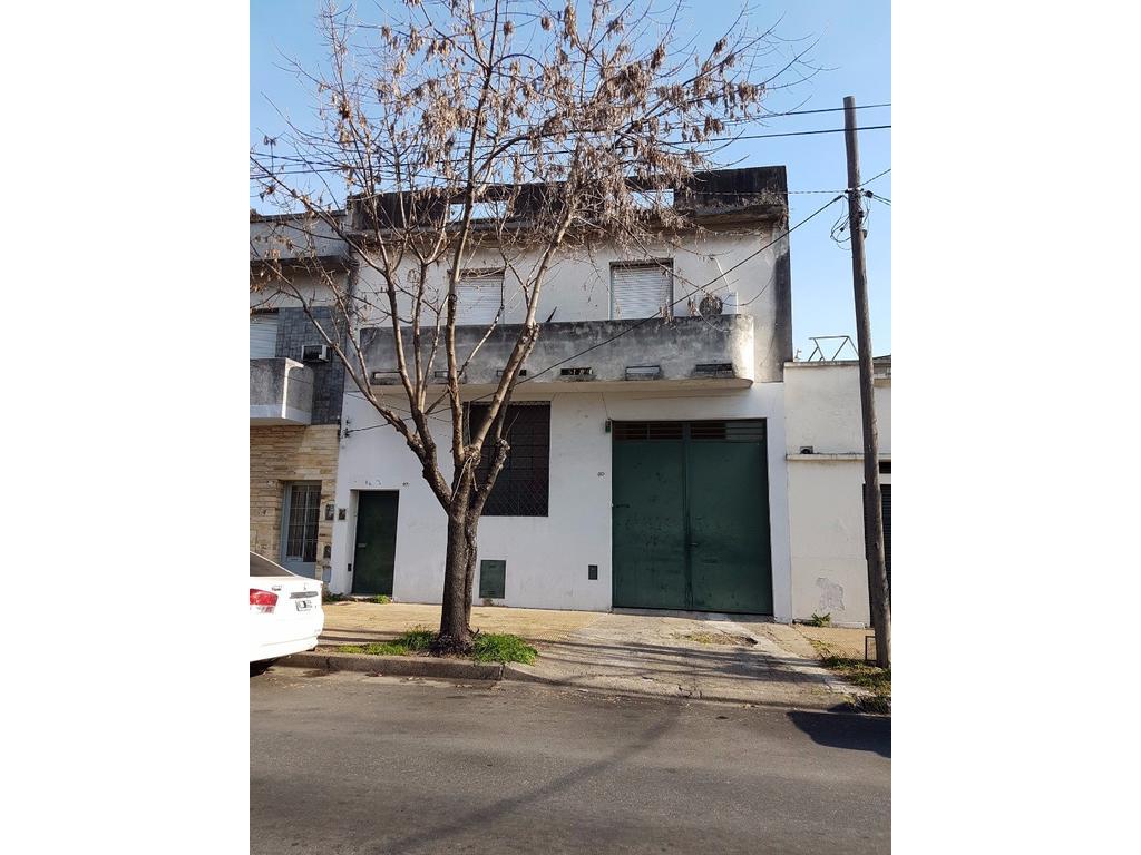 PH de 2 dormitorios con terraza + taller/local Ideal 2 familias