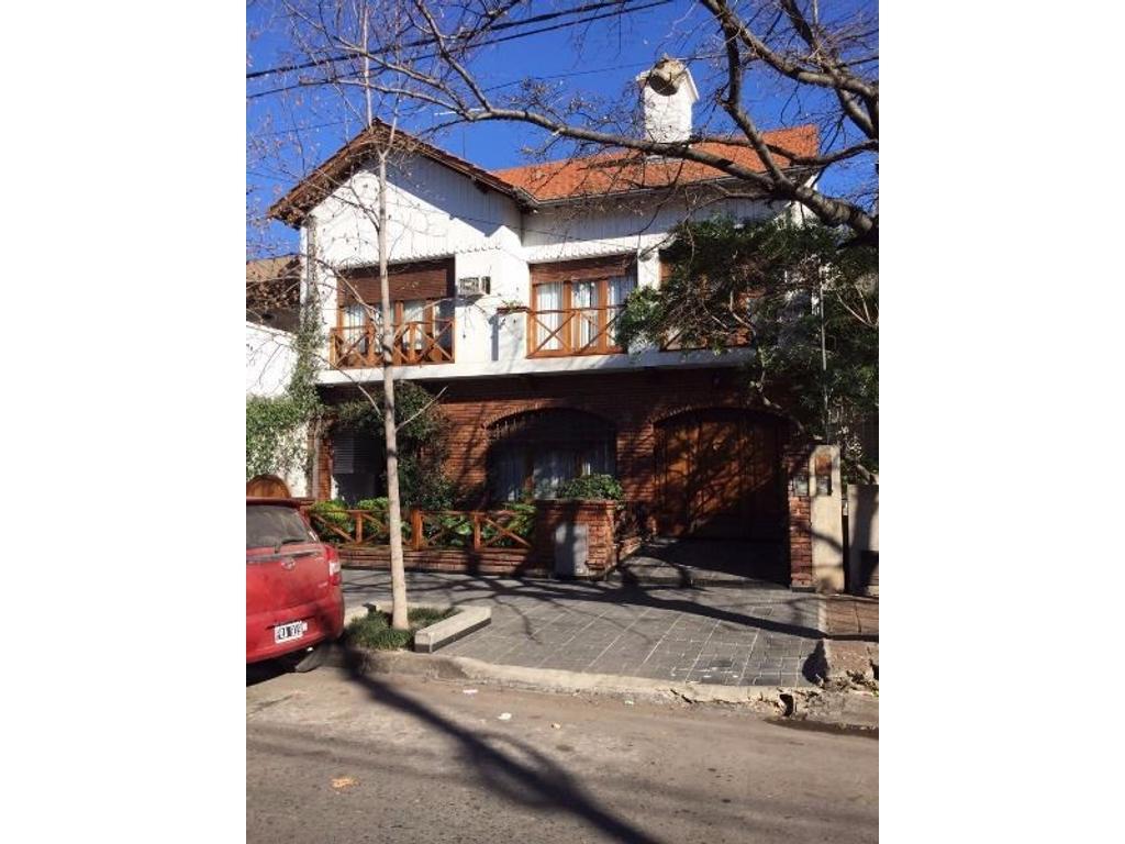 Casa 4 amb c/cochera, piscina, quincho, patio.