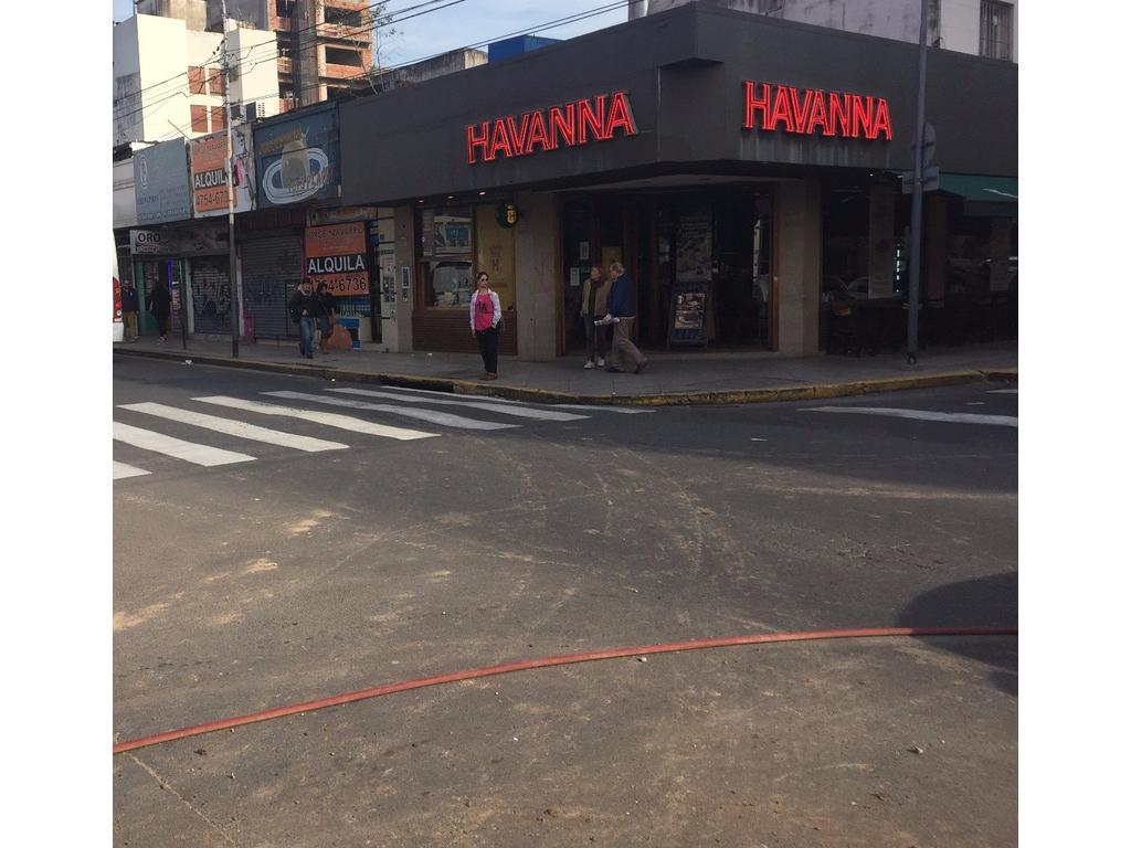 VENTA EN BLOCK IMPORTANTE ESQUINA EN SAN MARTIN CTRO ( 8 locales con renta y oficinas)