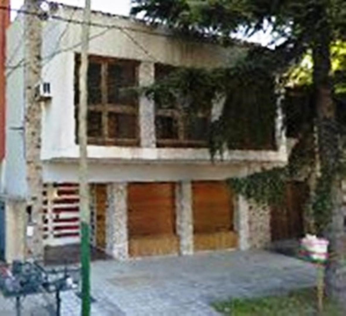 Importante casa ALSINA 86 - CON CONTRATO DE ALQUILER VIGENTE POR 24 MESES IMPORTANTE RENTA.