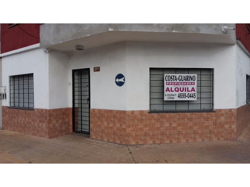 Excelente casa 3 ambientes c/patio a 450 metros de Av. Gral. Paz y 150 metros de Av. J. M. de Rosas