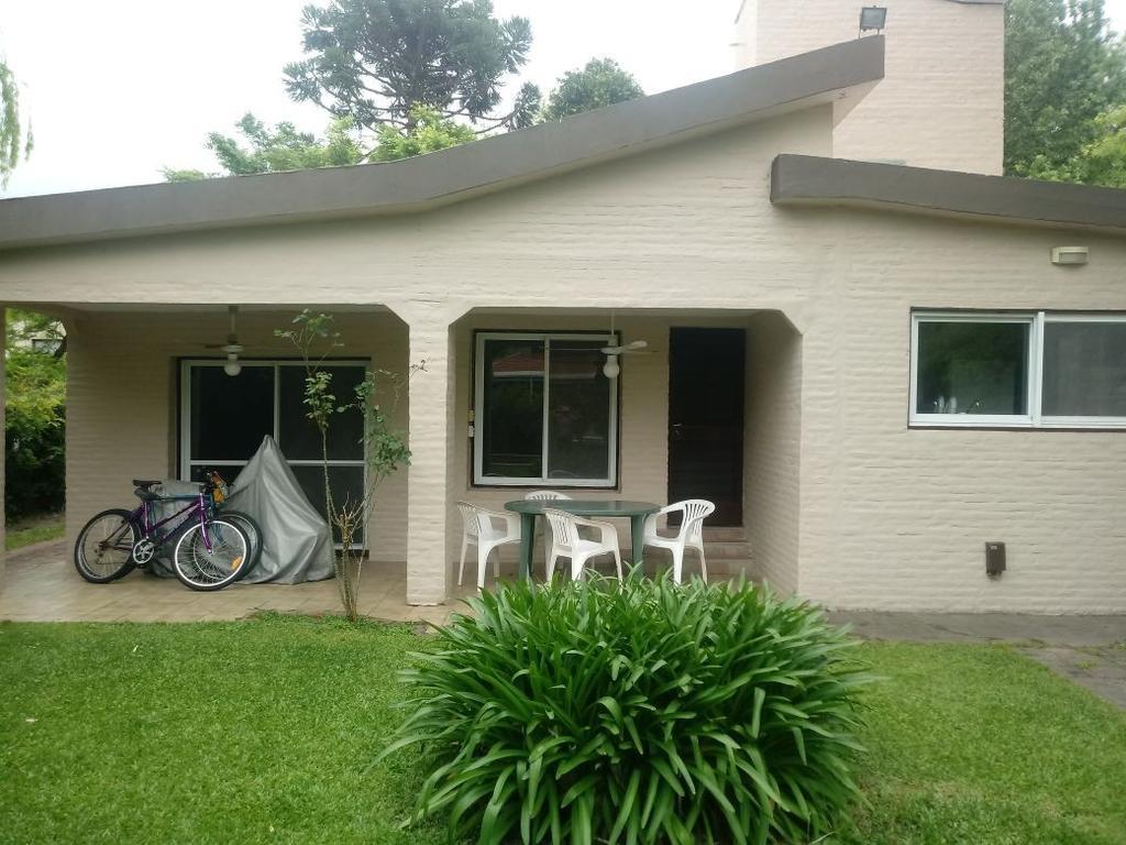 Country Club Los Cardales. 3 Dorm. Pileta 130 m² 1 lote y Cercano a entrada !!