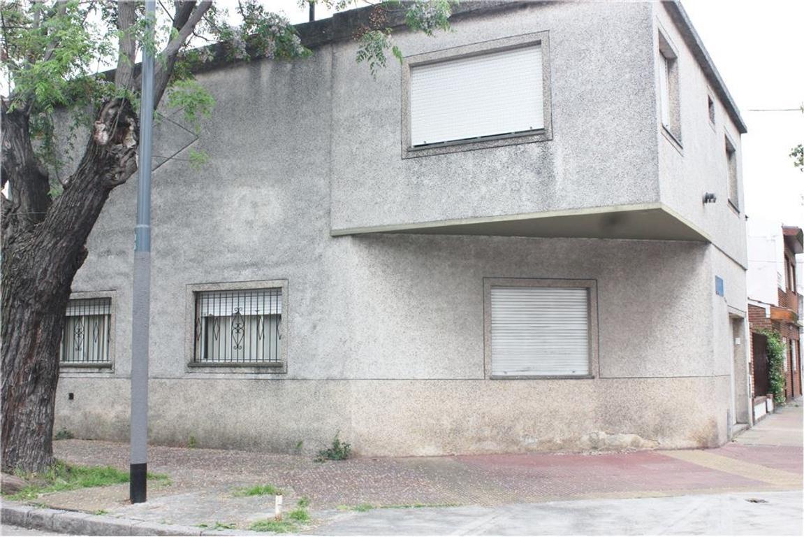 CASA 4 DORM. GARAGE, PATIO Y TERRAZA QUINCHO
