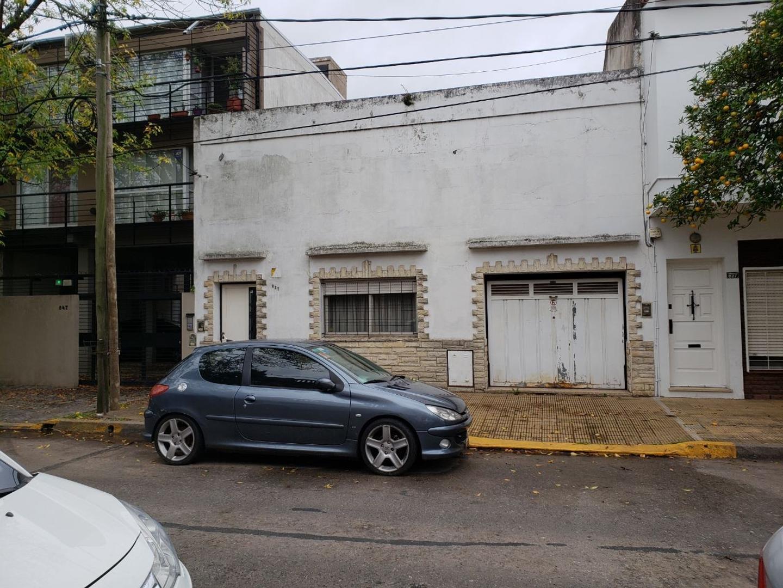 CASA DE ÉPOCA IDEAL FAMILIA NUMEROSA A 1/C DE AV.CENTENARIO. POSIBILIDAD DE CONSTRUCCIÓN EN ALTO