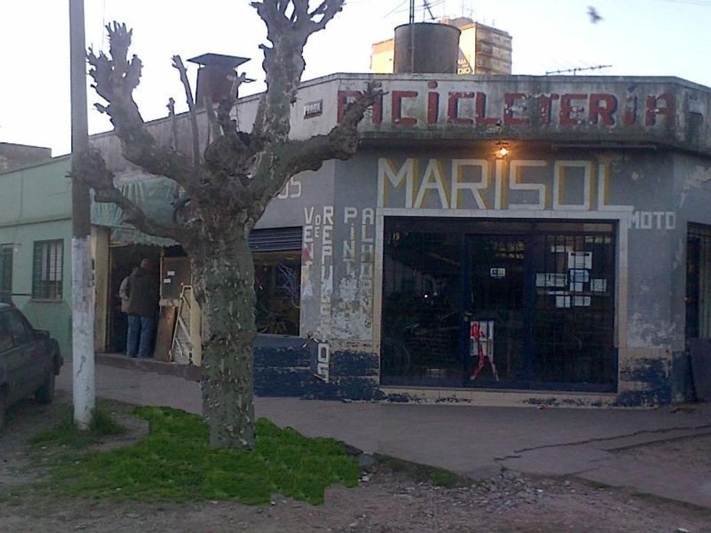 2 LOCALES chicos a Reparar en VENTA San Miguel