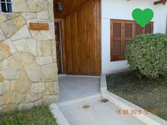 Casa 5 Ambientes c/ Pileta + 3 Cocheras