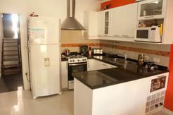 Moderna Casa En Venta En Ramos Mejía Reciclada A Nuevo