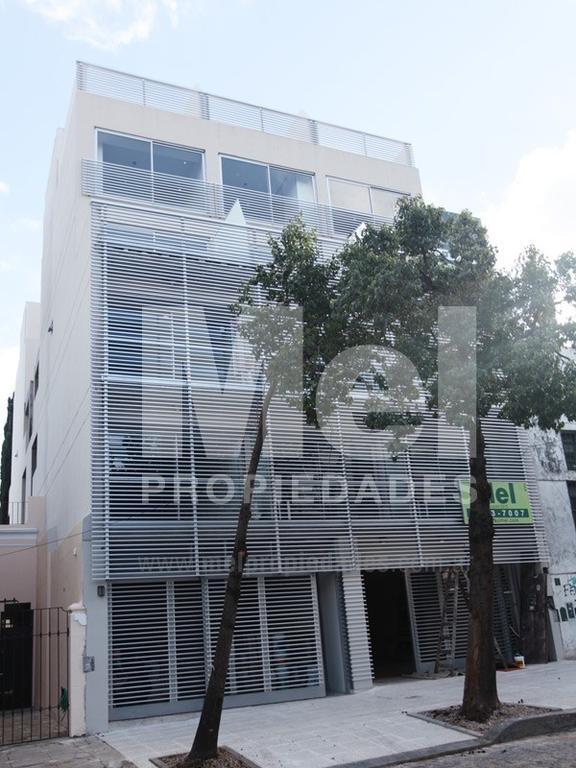 Excelente monoambiente en Edificio tipo PH. Zona Residencial