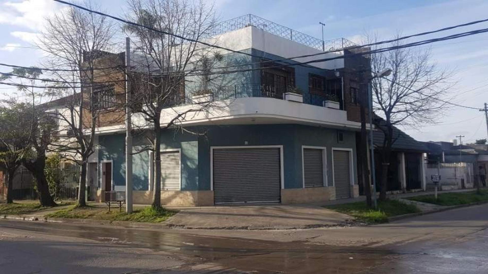Casa en Venta en Bernal Oeste, 4 ambientes con cochera Apta crédito
