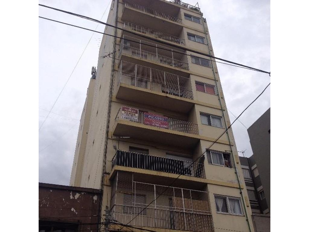 Depto. 3 amb. balcon, frente, m/b estado. muy luminoso