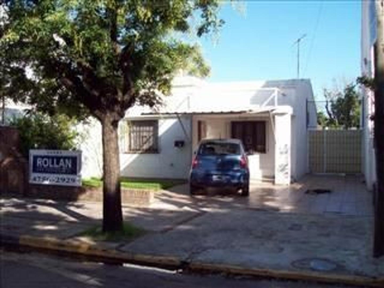 Excelente Chalet de 3 amb. con piscina y amplio jardin libre en venta en Villa Adelina!!