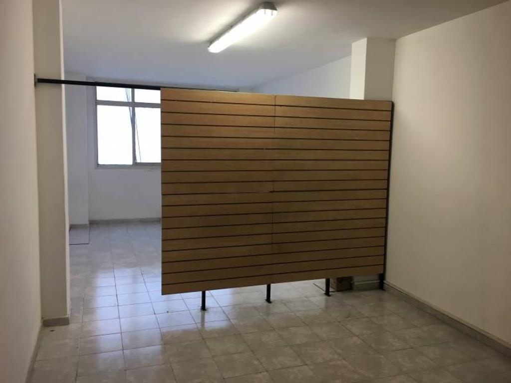 RESERVADO! Av. Corrientes 2300 7º - Oficina en Alquiler