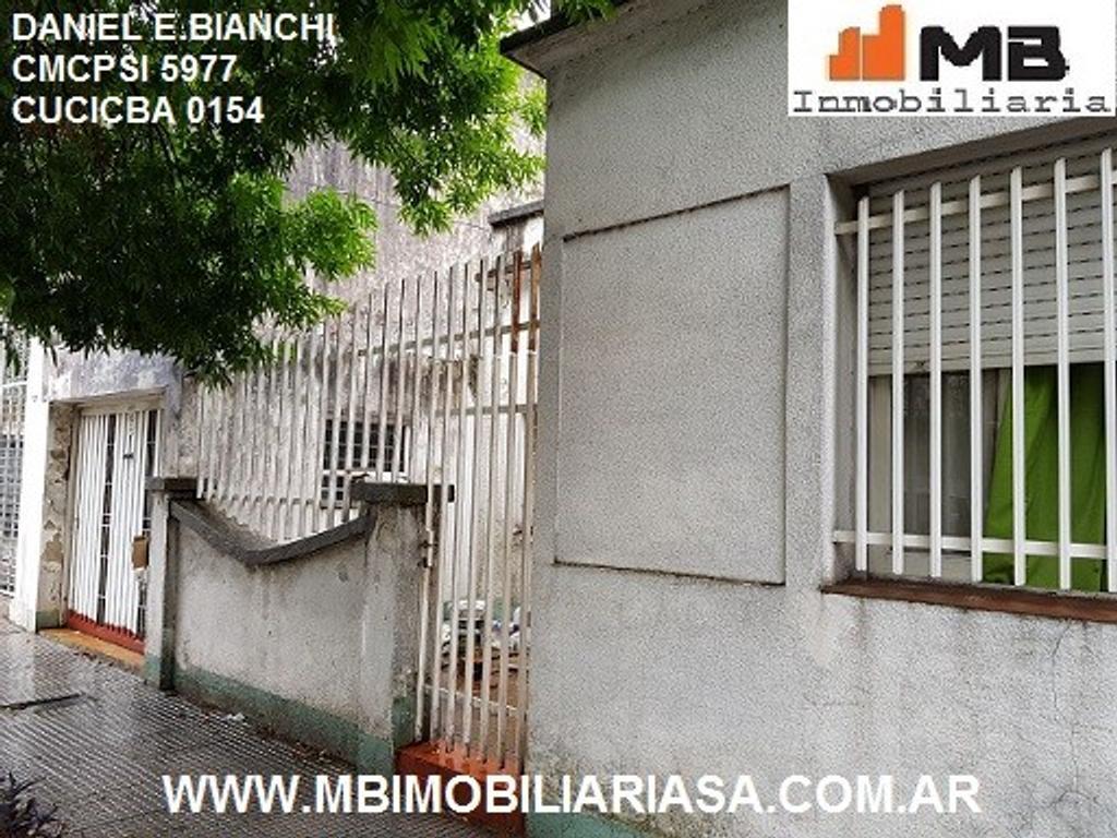 Floresta venta casa 3 amb.c/patio y garaje en Chivilcoy al 1500