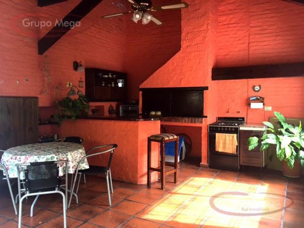Casa En Venta En Baldomero Fernandez Moreno Al 1800 Parque  # Muebles Baldomero