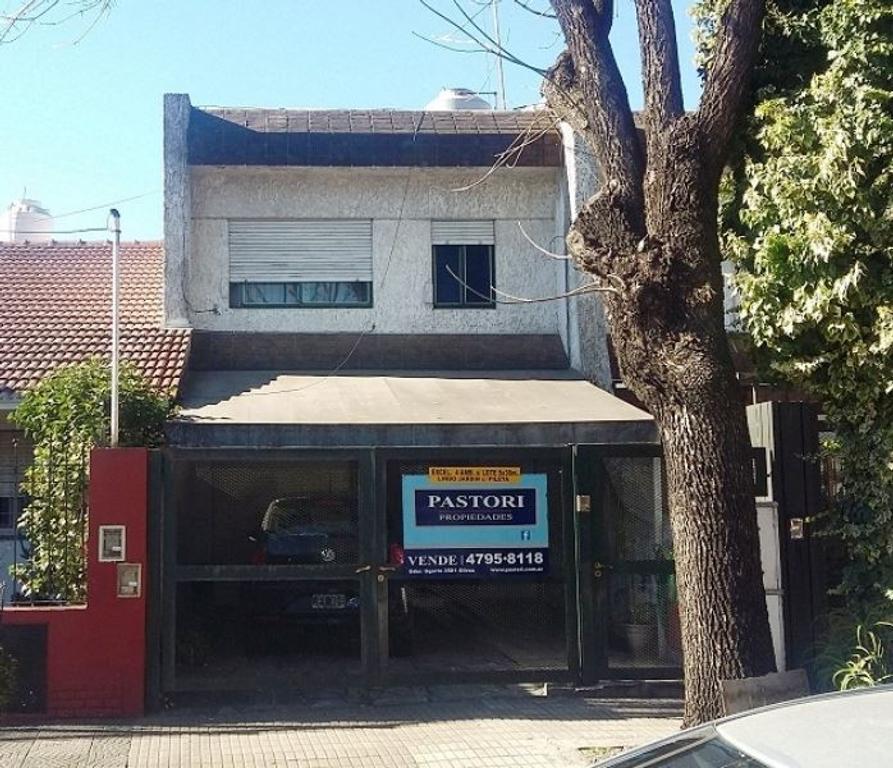 VENTA DE CASA 4 AMBIENTES EN OLIVOS