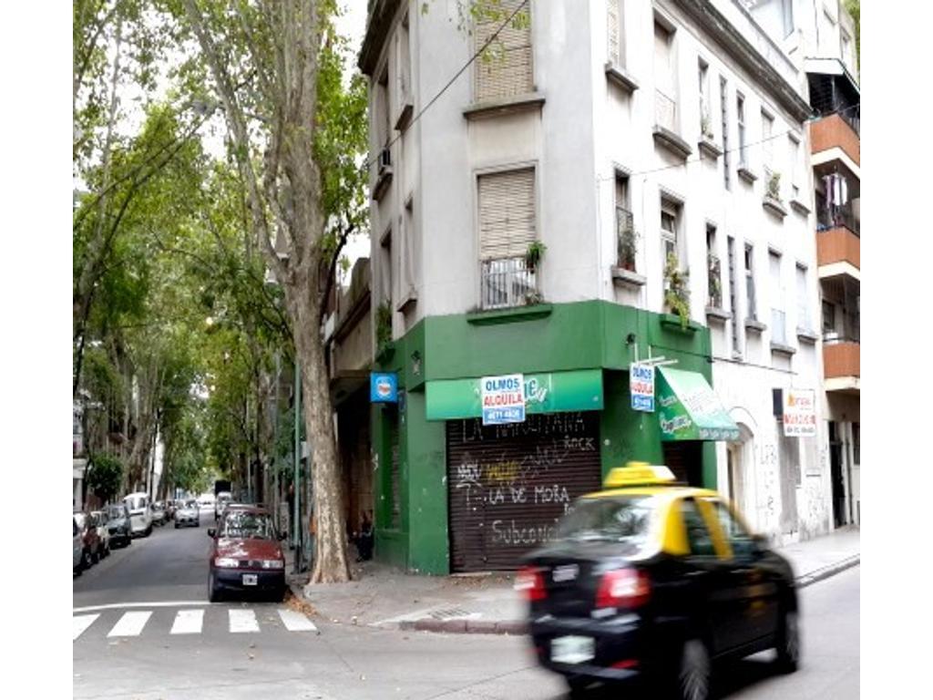 Once local en esquina super ubicacion Hipolito Irigoyen al 3200 esquina esparza 98m2 alquilo