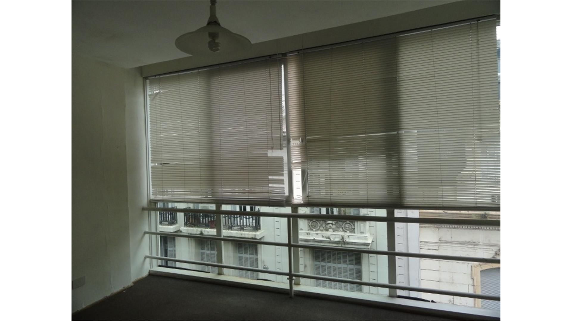 Microcentro - Oficina en Edificio Comercial