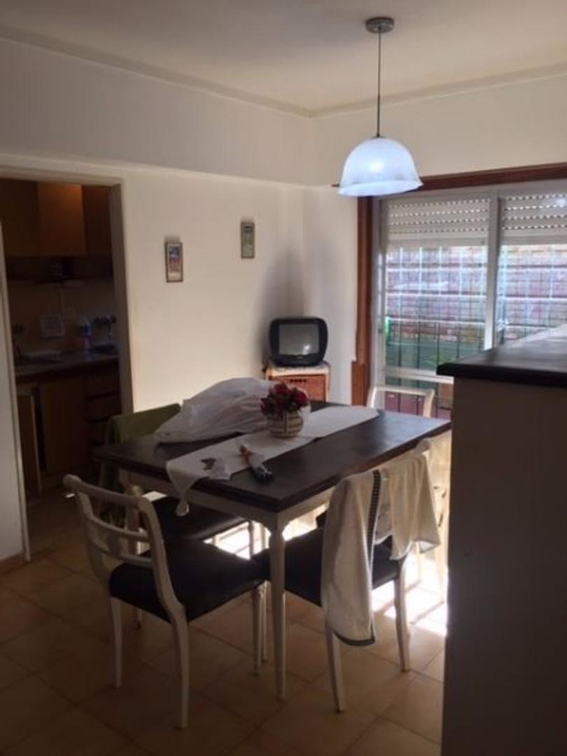 Amplio 2 ambientes mas dependencia. con 2 patios, en Santa Cecilia (loma).