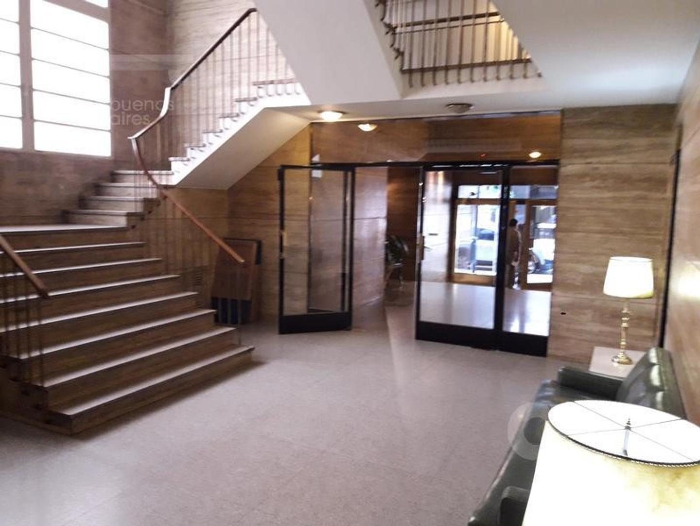 Barrio Norte. Departamento 3 ambientes con dependencia o escritorio.