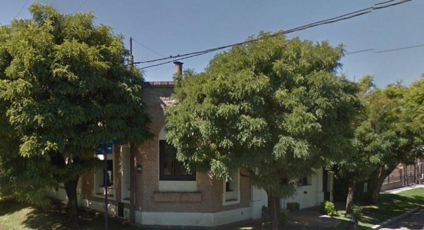 Vende casa con 3 dormitorios, 2 baños y amplio patio en San Andrés de Giles  COD A205