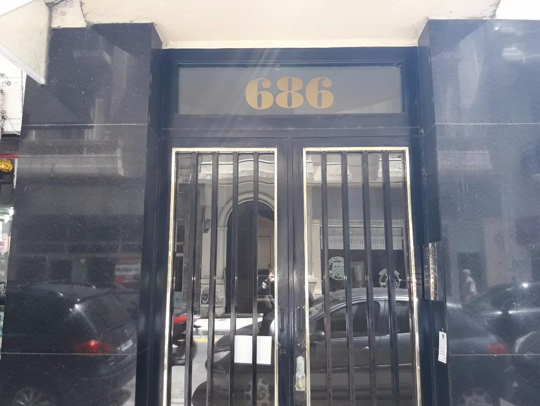 Semi piso pal. privado frente apto prof. zona tribunales 70 m2 living 3 dormitorios y dependencia
