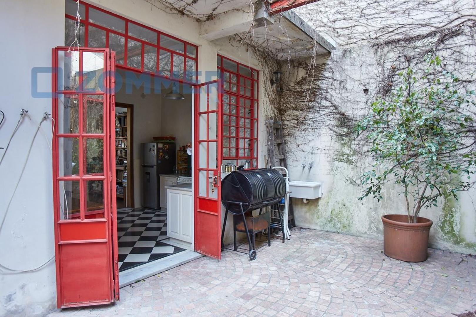 Casa - 180 m² | 5 dormitorios | 80 años