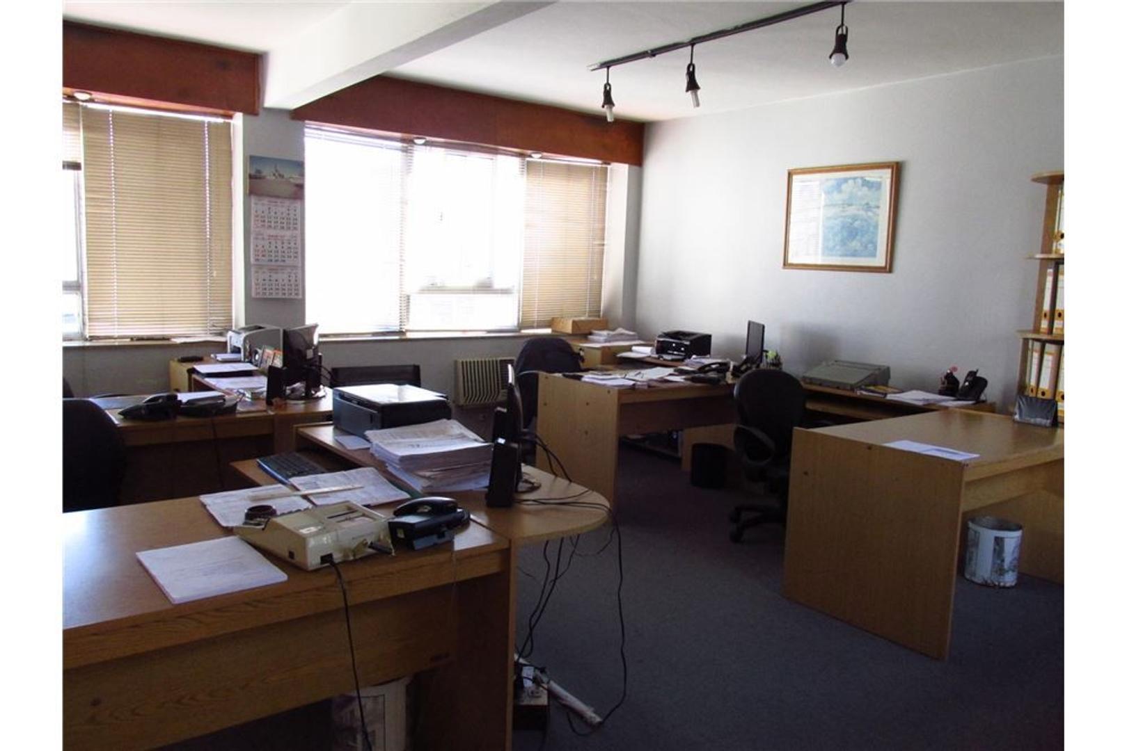 Venta Oficina amplia y luminosa
