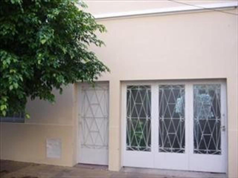 Casa en venta 3 dor. living comedor , patio, terraza a media cuadra de estación Padilla