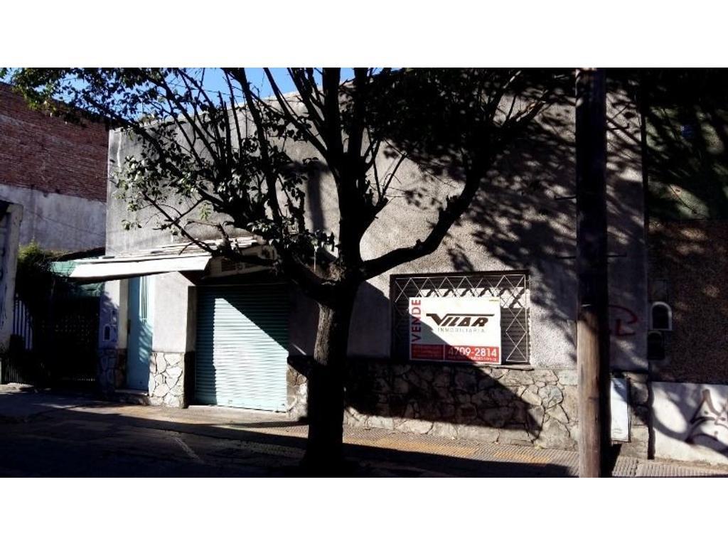 Casa 4 ambientes sobre Av. Laprida. (Con proyecccion comercial)
