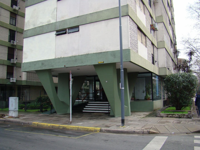 Departamento de tres ambientes 1º Piso al Frente - Frente a Estación Floresta del Tren Sarmiento