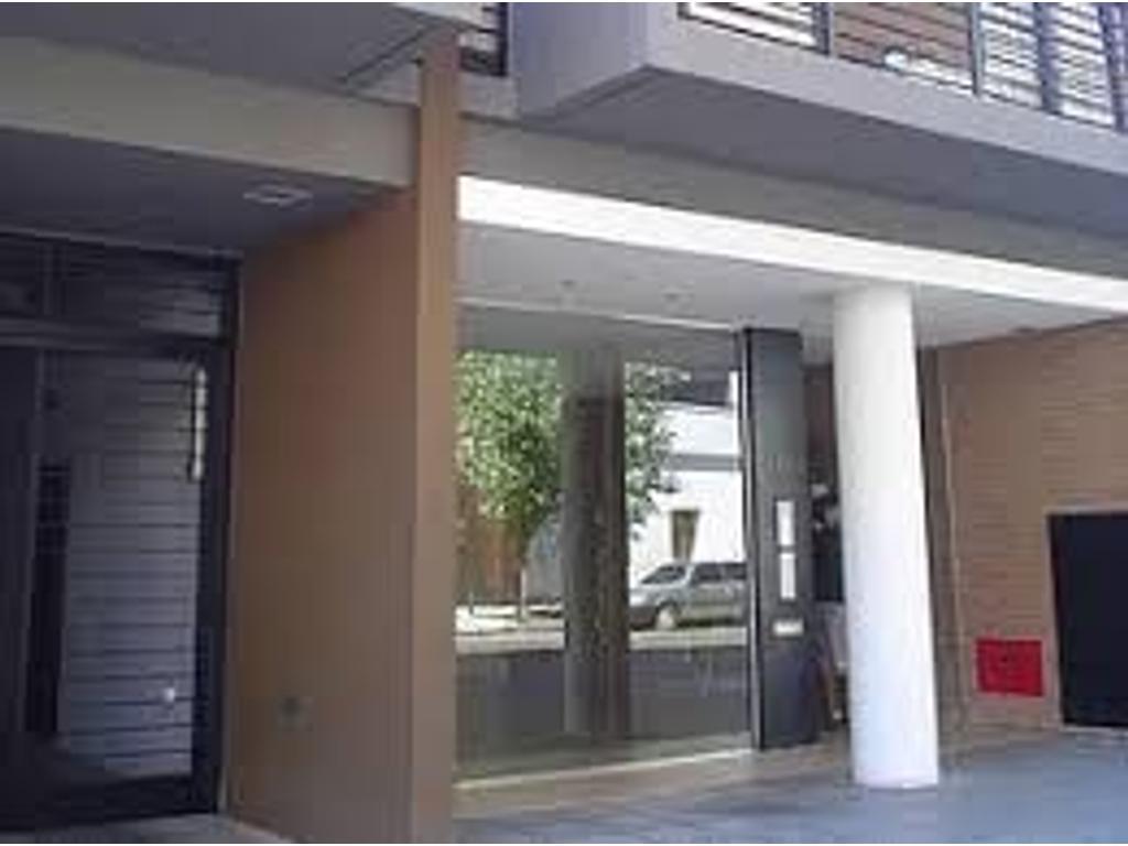 Dpto. mono ambiente amplio. Cfte. con balcón a 1 cuadra de Av. Alvarez Thomas.