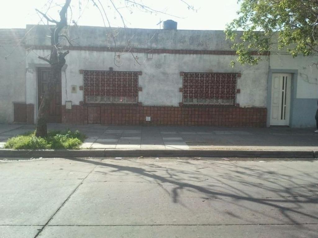 Departamento tipo casa en venta en jose l suarez 3200 for Casa de azulejos en capital federal