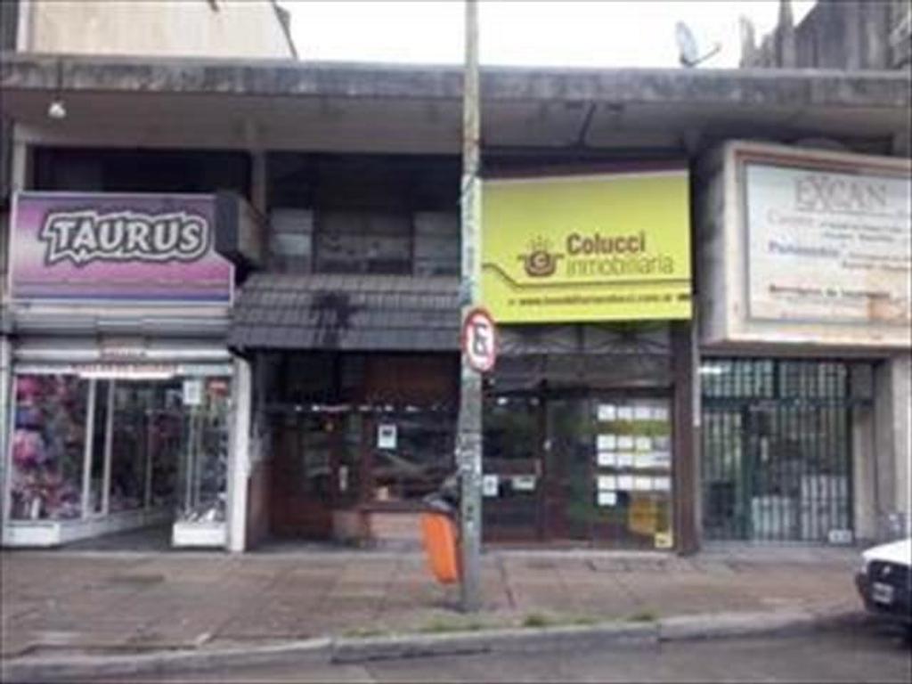 Local en Venta en excelente ubicacion a mts Cuenca,  del shopping y la estacion de Tren