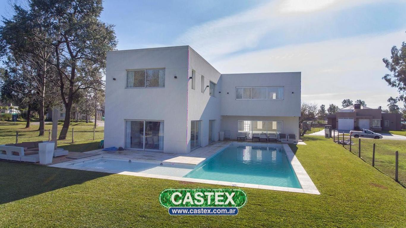 Excelente casa moderna en Terralagos