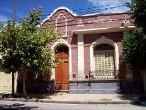 Vendo hermosa casona en centro de Barrio San Vicente Córdoba Capital, para reciclar