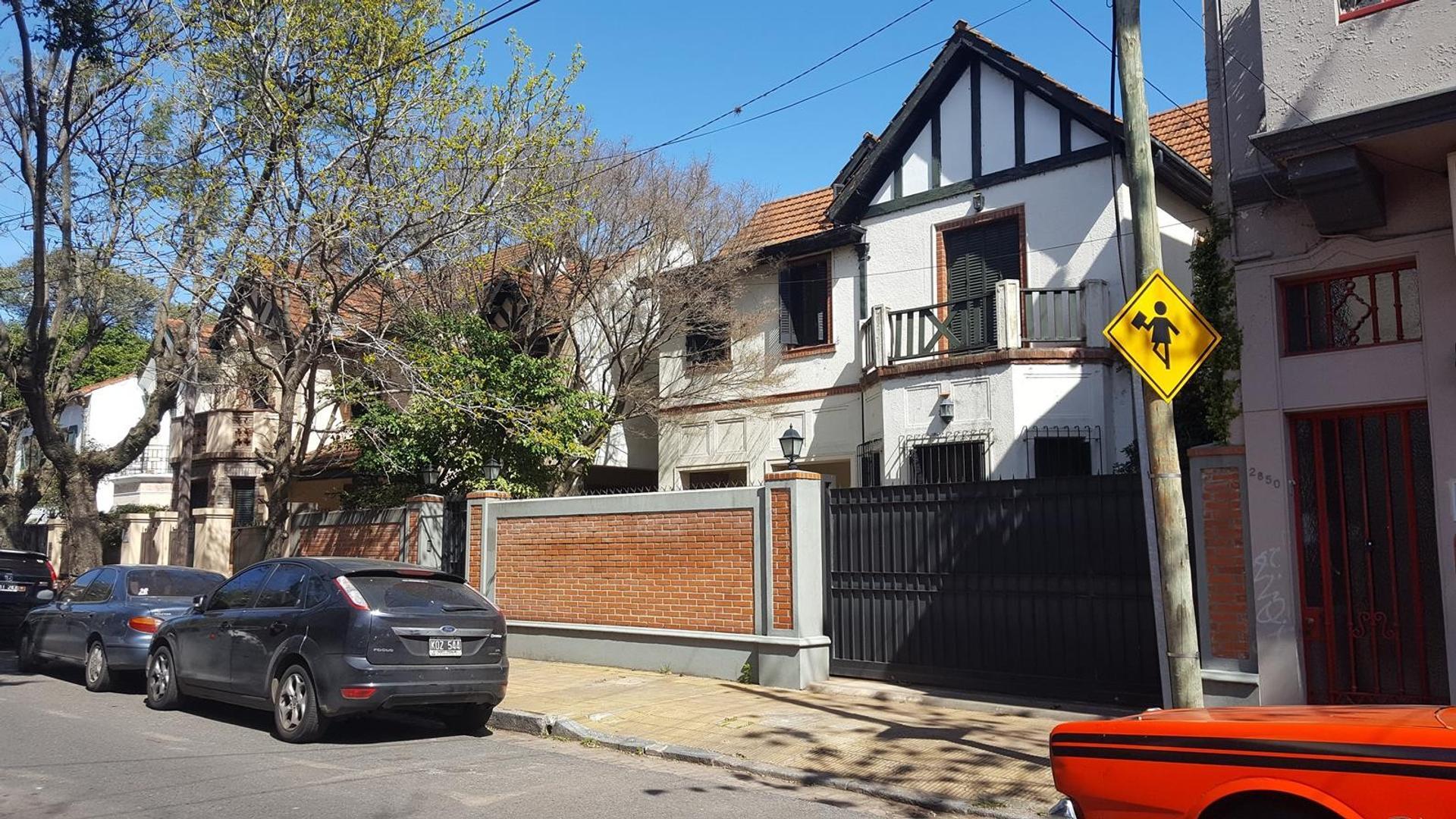Excelente Casa - En la mejor Zona de Olivos Bajo -