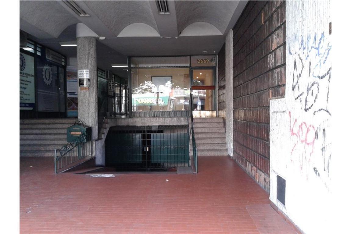 OFICINA DE 20M2 EN GALERIA PRIMER PISO FRENTE
