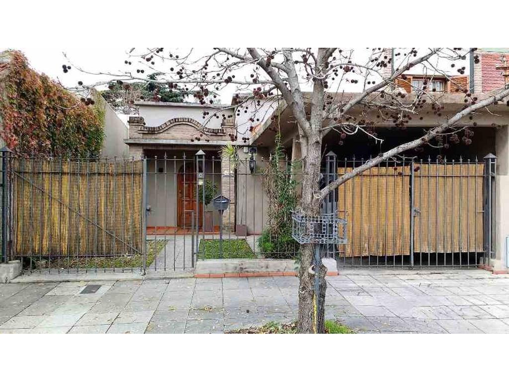 Casa 4 Ambientes en Venta en Quilmes Oeste