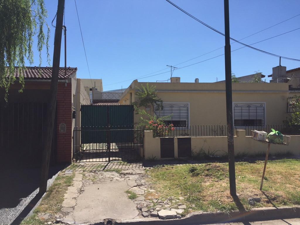 OPORTUNIDAD, PH impecable con terraza y patio en Villa Bonich.